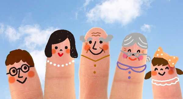 指に家族の絵を描いた画像