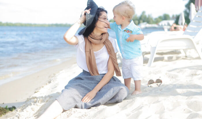 幸せそうなママと子供の写真